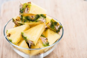 стакан ананаса содержит