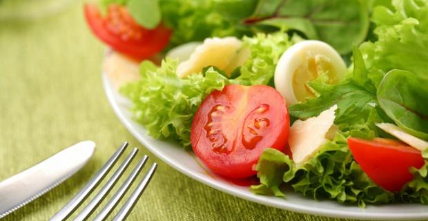 Каждый прием пищи сопровождать зелеными овощами